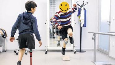Yeni protezleriyle artık koşabiliyorlar